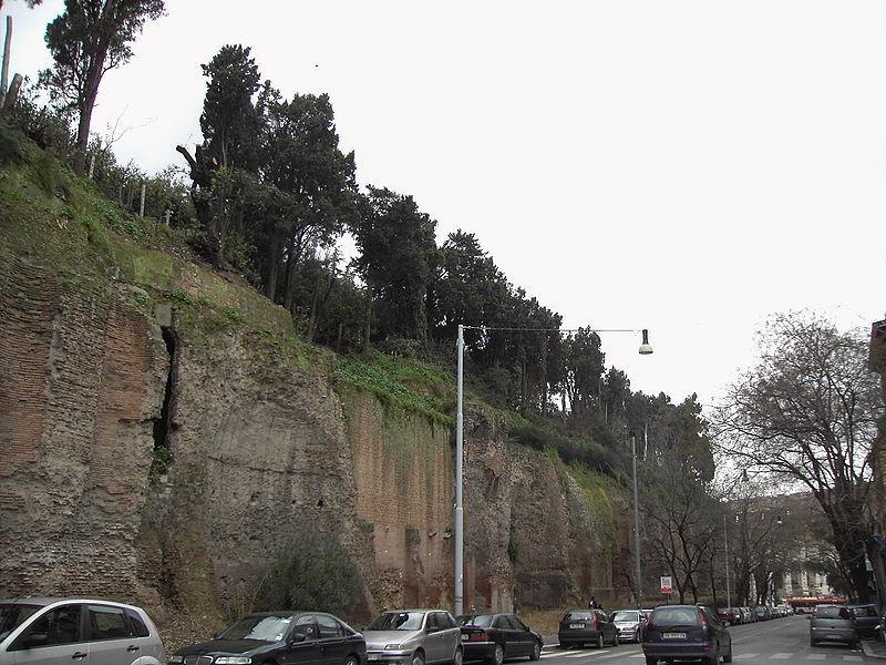 Tempio del Divo Claudio: lato est
