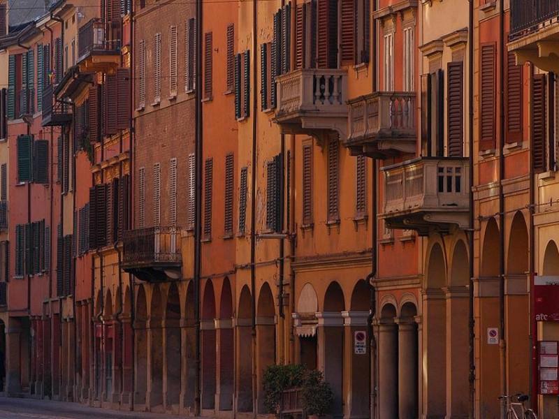 Portici di Via Saragozza entro le Mura