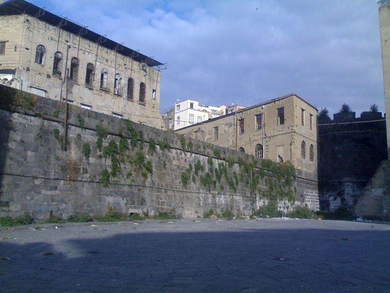 Mura Aragonesi e Porta Capuana