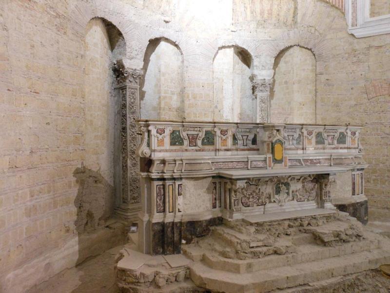 Altare maggiore e abside paleocristiana