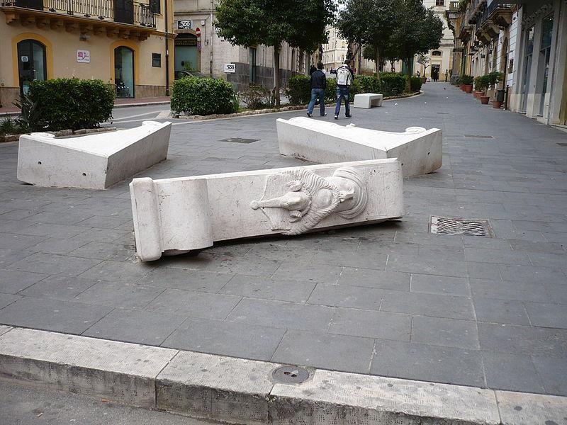 Sedili a mensoloni, opera di G. Ciulla